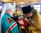 Патриарший Экзарх совершил Литургию в храме в честь святителя Николая Японского города Минска (фото 11)
