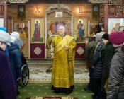 Патриарший Экзарх совершил Литургию в храме в честь святителя Николая Японского города Минска (фото 2)