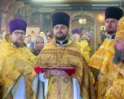 Патриарший Экзарх совершил Литургию в храме в честь святителя Николая Японского города Минска (фото 9)