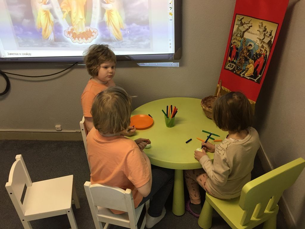 Поздравление с Пасхой Христовой воспитанников детского мини-садика для аутичных детей