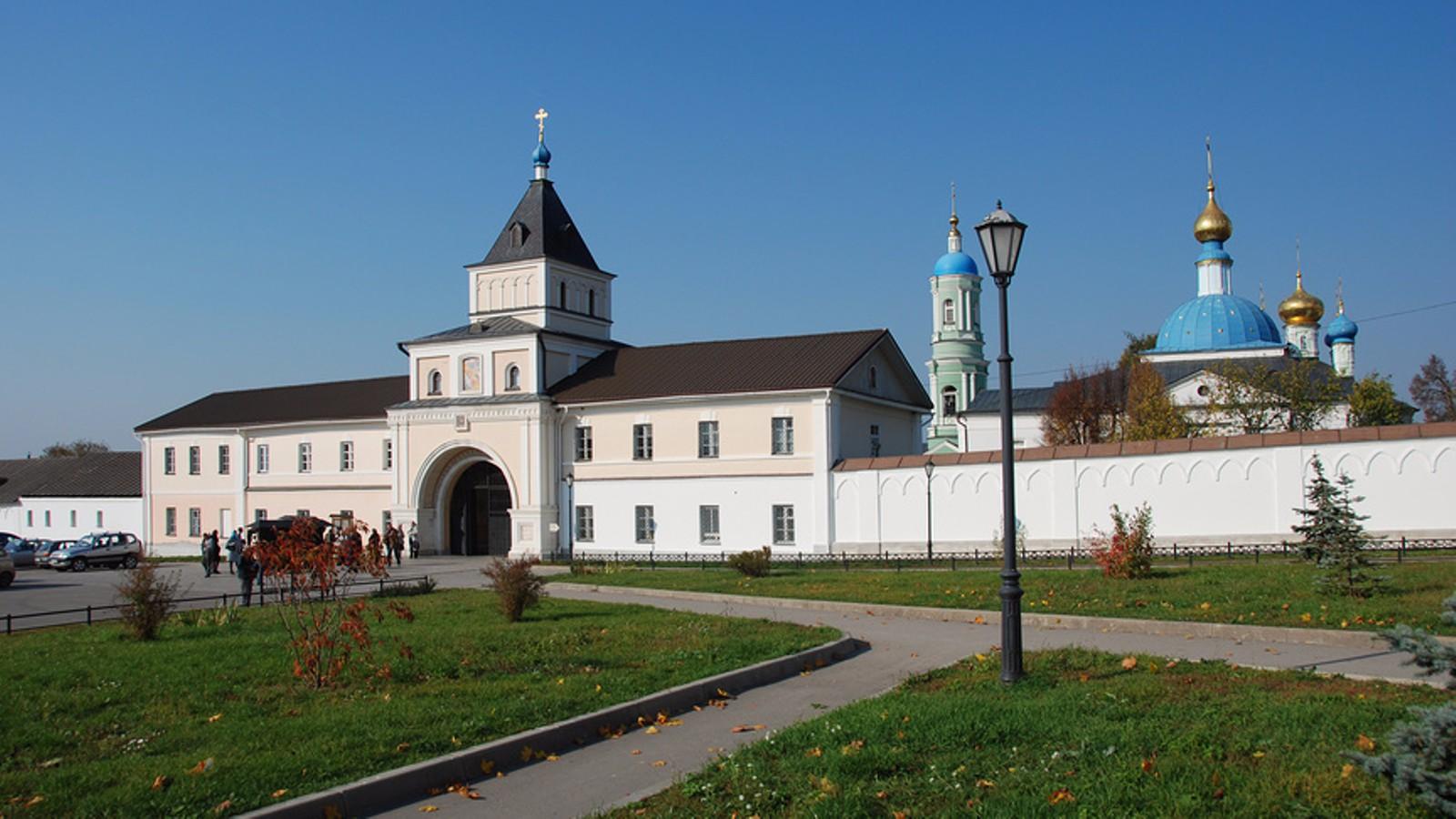 Деревня Оптина Пустынь. Введенский ставропигиальный мужской монастырь (14в)