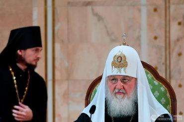 Патриарх допустил частичное ведение богослужения на русском языке