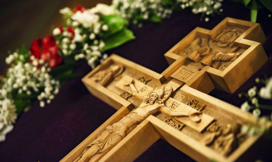 «Как можно поклоняться неживому предмету?» Что нужно знать про Крест Господень