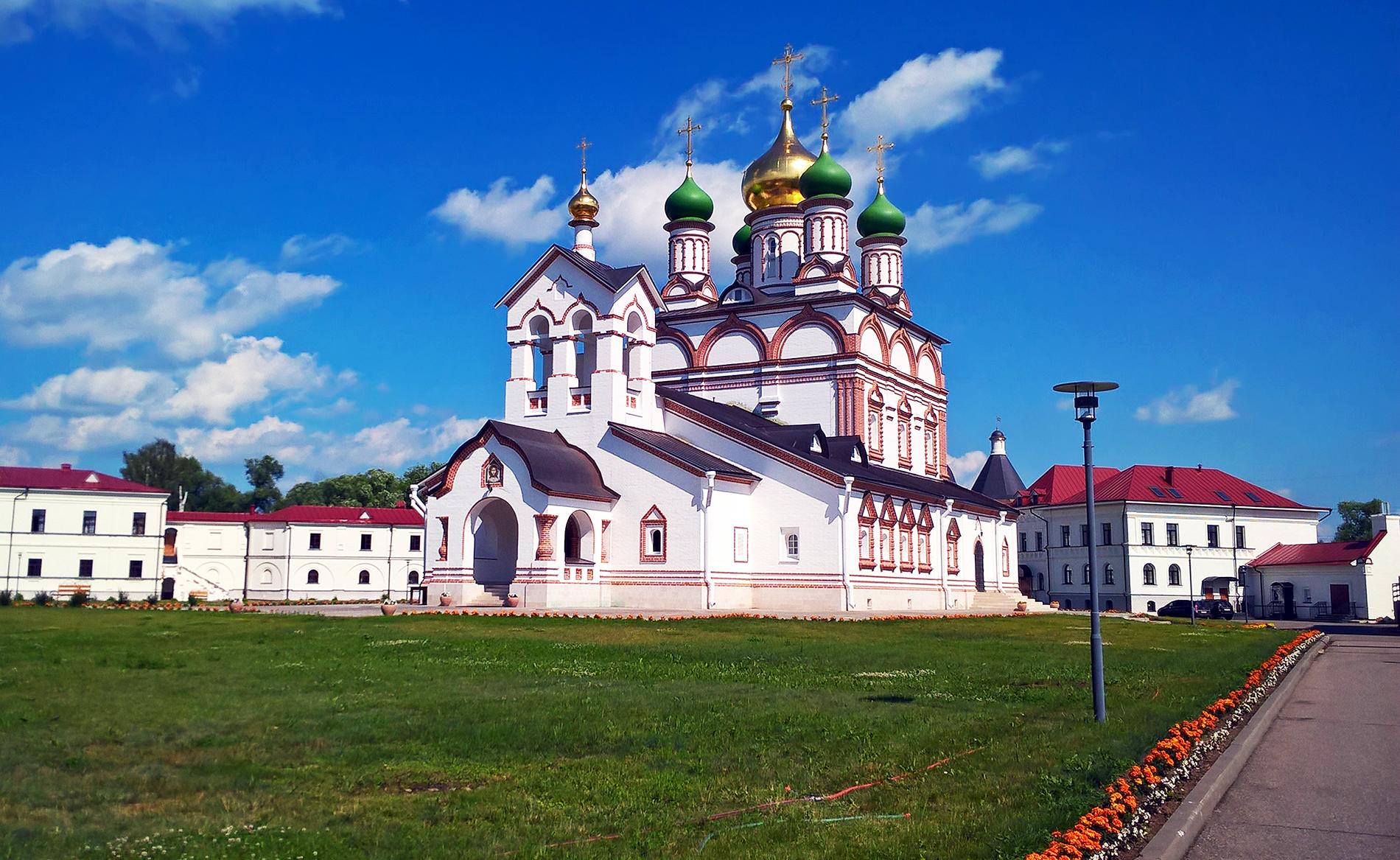 Ростов Великий Троице-Сергиев Варницкий монастырь (1427г), место родины преподобного Сергия Радонежского